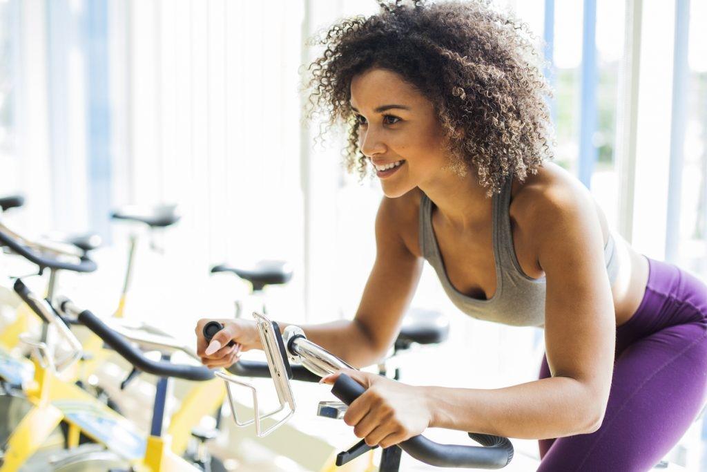 A la hora de prepararnos para nuestra rutina de spinning desde casa, no está de más contar algunos consejos para que el entrenamiento sea más efectivo.
